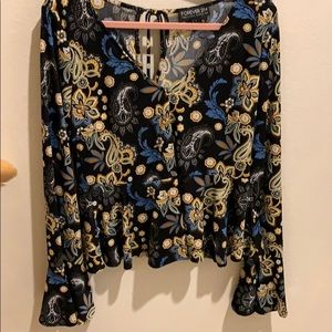 Gorgeous floral blouse, peplum w/ flounced sleeves